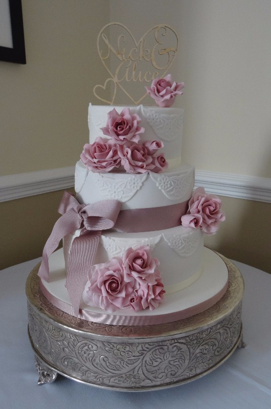 Roses & lace wedding cake