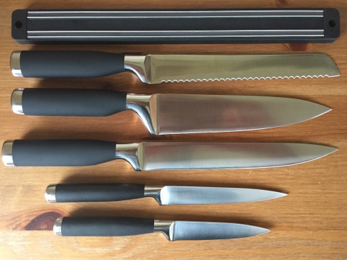 5 Pc Knife Set With Magnetic Knife Holder.