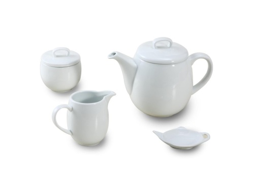 4 PIECE PORCELAIN WHITE MAINE TEA SET