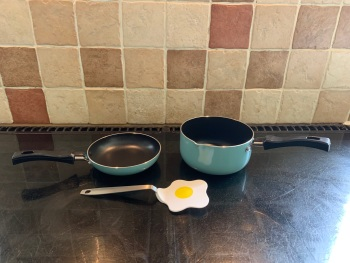 Mini 2 pan set & egg turner
