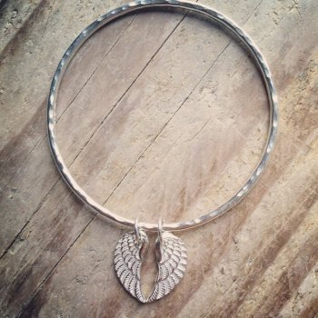 Double angel wing bangle