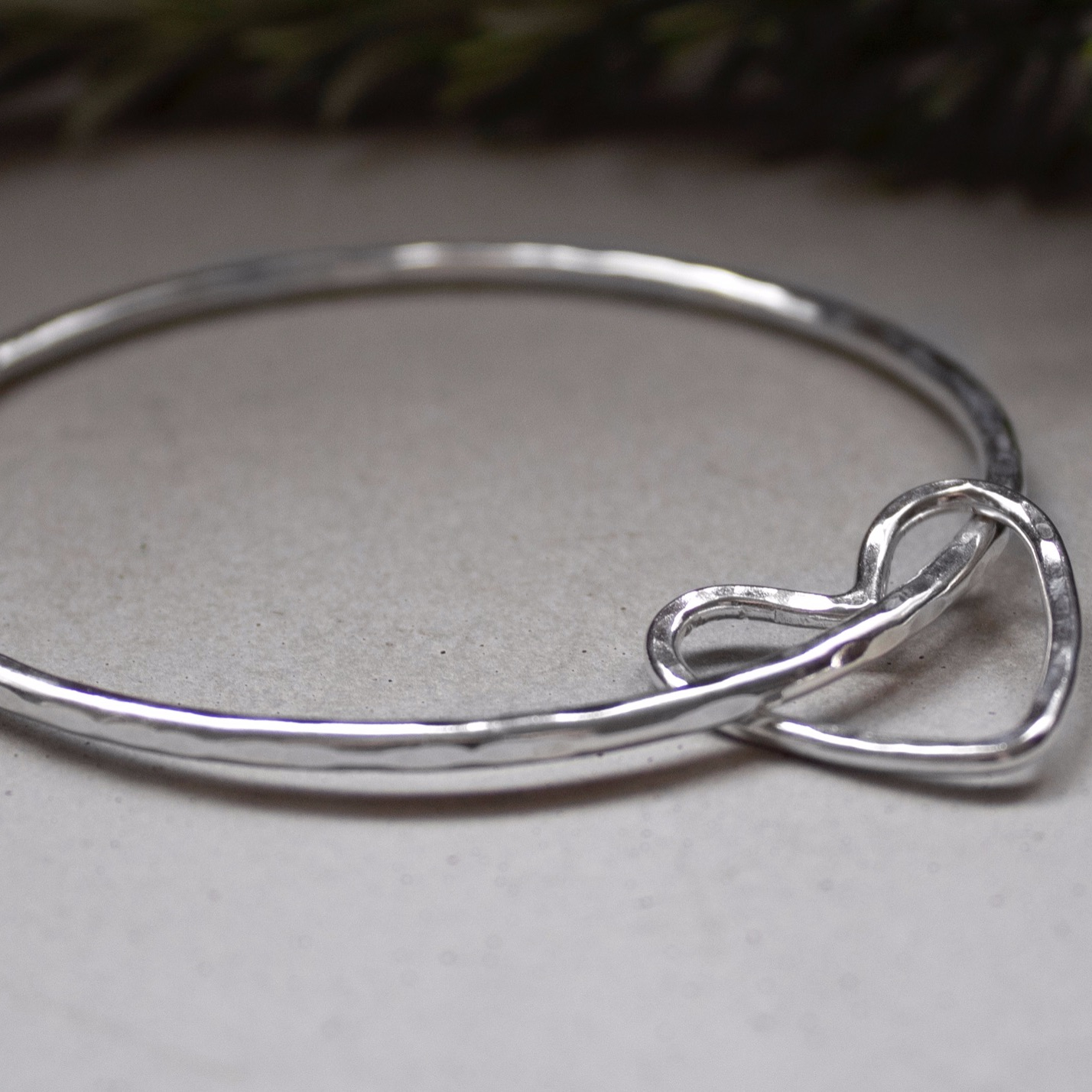2.5mm Wire Heart Bangle