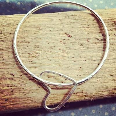 Simple Wire Heart Bangle