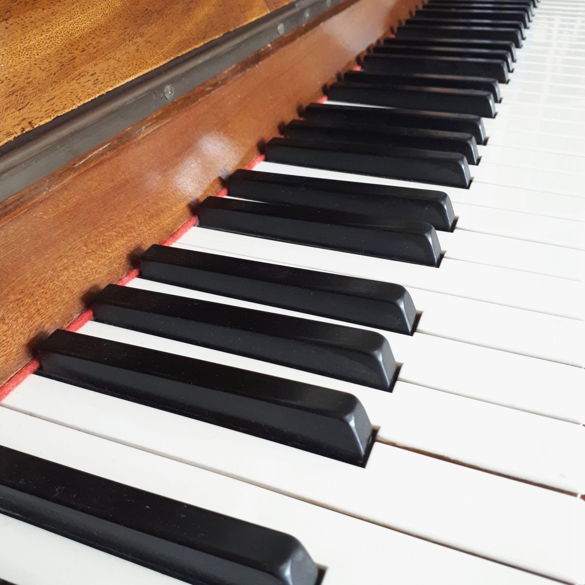 Lisztian: Piano Keys