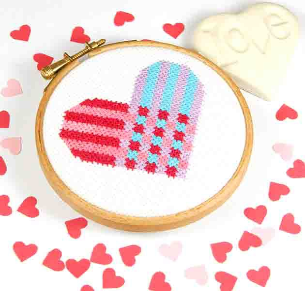 PDF - download - Heart weave - 7 rows - by Bird Says Tweet - Paintbox Colle