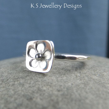Stamped flower ring 4