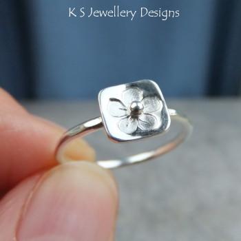 Stamped flower ring 2