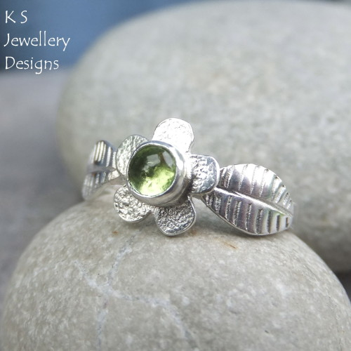 * SALE - Peridot Flower and Leaves Sterling & Fine Silver Ring (UK size M1/