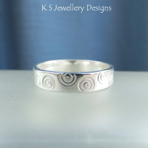 * SALE - Sterling Silver Textured Wide Band Ring - CIRCLES (UK size Q / US