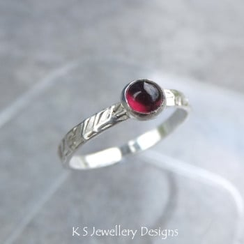 Garnet Wreath Textured Fine Silver Ring (UK size K / US size 5.25)