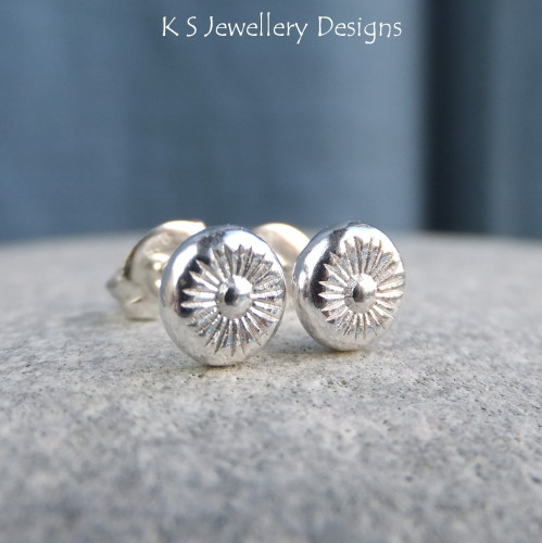 Sterling Silver Stud Earrings - Daisy Flower Pebbles