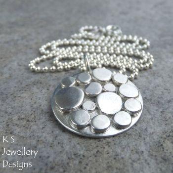 circle pebbles 3