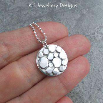 circle pebbles 2