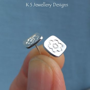 flower square studs 2a