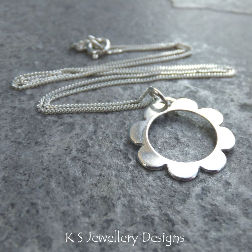 Retro Daisy - Sterling Silver Flower Pendant