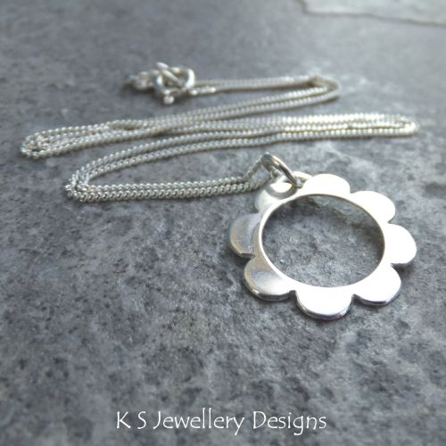 Retro Daisy - Sterling Silver Flower Pendant