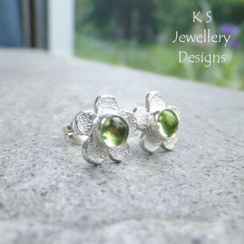 Peridot Rustic Flowers - Sterling Silver Stud Earrings
