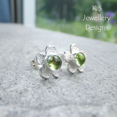 Peridot Rustic Flowers - Sterling Silver Stud Earrings