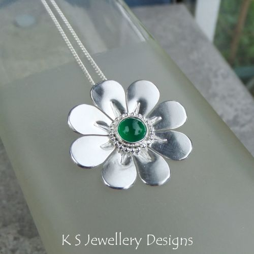 Green Agate Shiny Daisy Sterling Silver Pendant