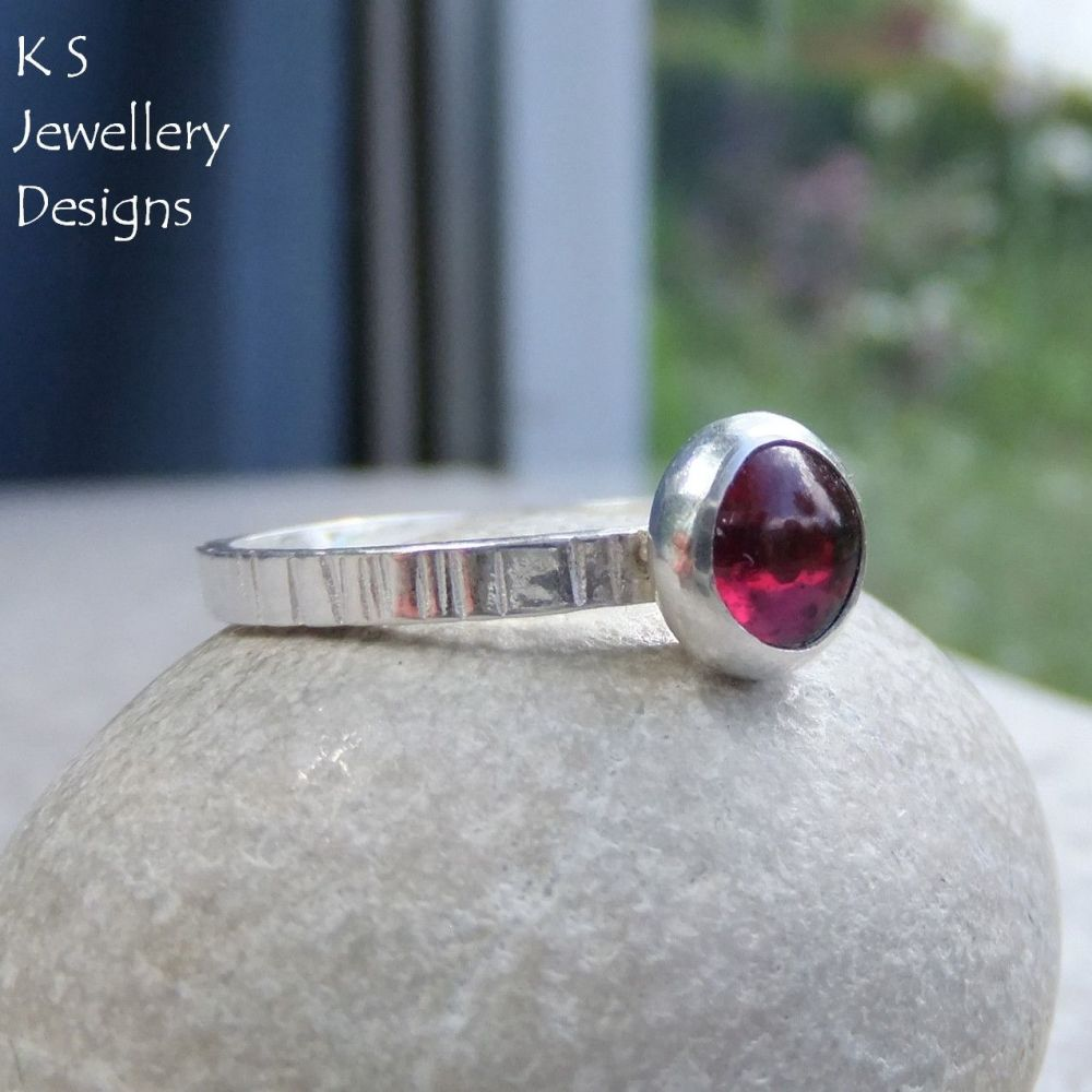 Garnet Line Textured Fine Silver Ring (UK size S / US size 9.25)
