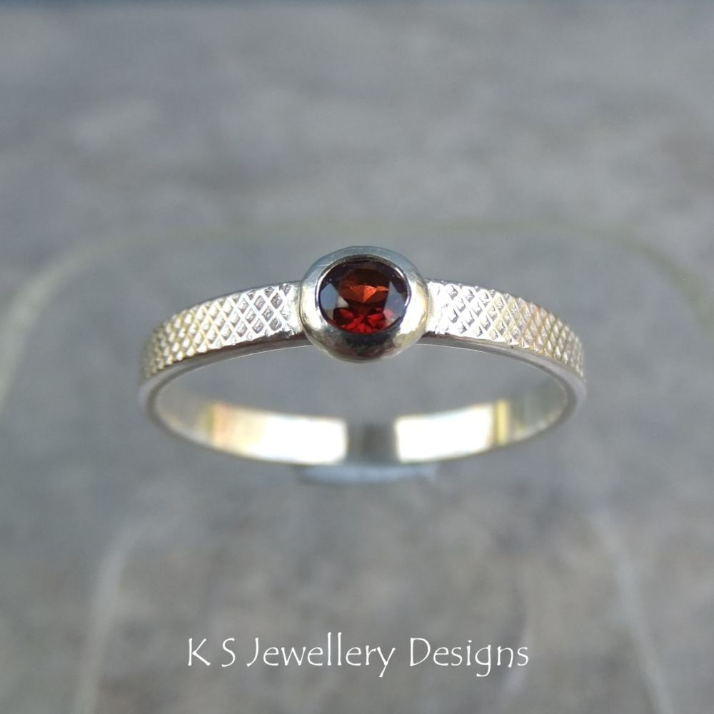 Garnet Sterling Silver Ring - Sparkling & Textured (UK size N / US size 6.75)