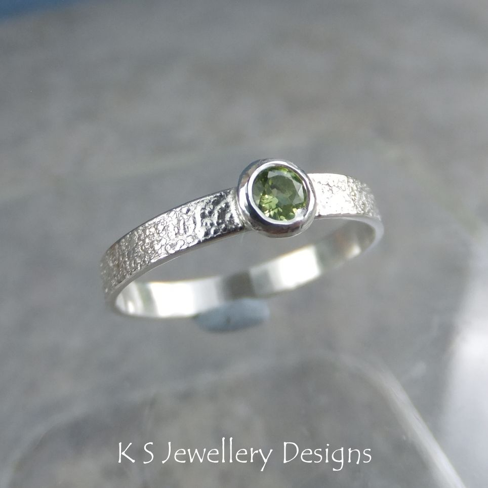 Peridot Sterling Silver Ring - Sparkling & Textured (UK size K / US size 5.25)