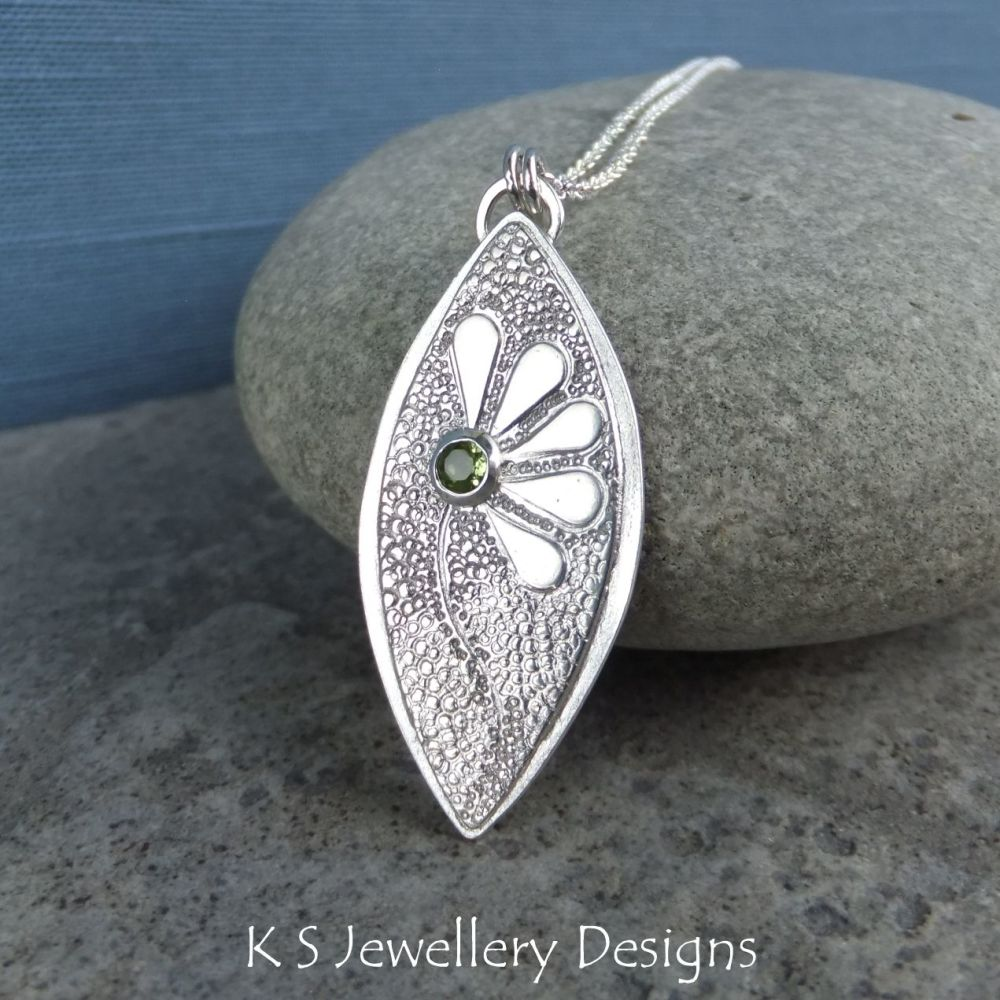 Peridot Doodle Flower Textured Drop Sterling Silver Pendant - DAISY v5