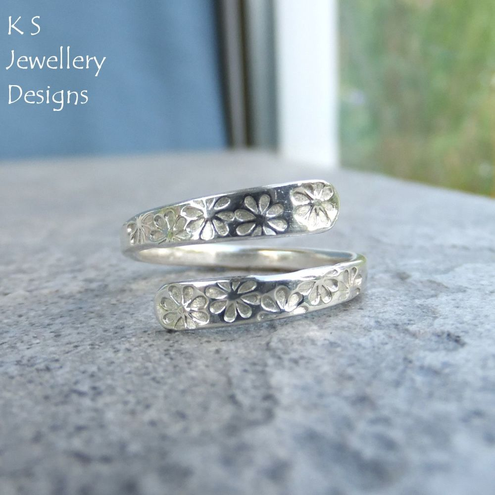 Wraparound Sterling Silver Ring - FLOWERS TEXTURE (UK size I / US size 4.25)