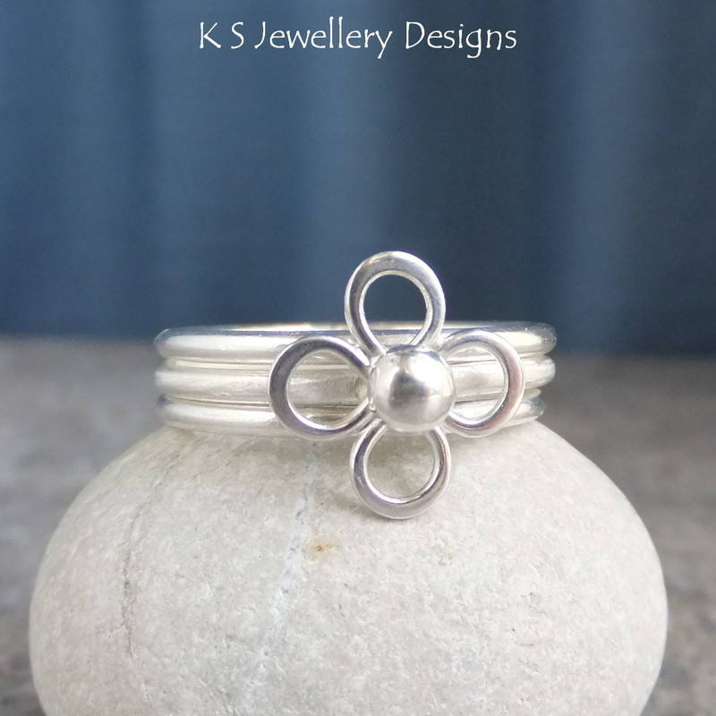 Mini flower ring 1