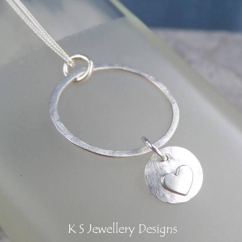 Heart charm circle pendant 3