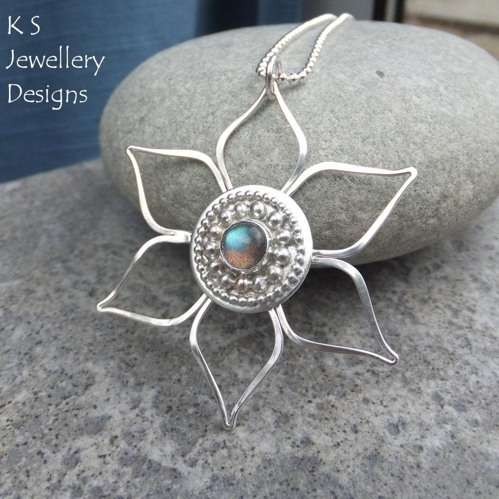 Labradorite Sterling Silver Flower Pendant - Decorative Centre