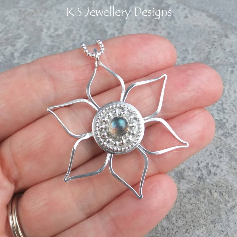 Labradorite Decorative Circle Flower Pendant 2