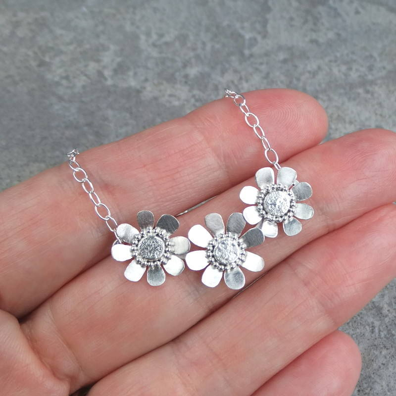 Daisy trio necklace 3