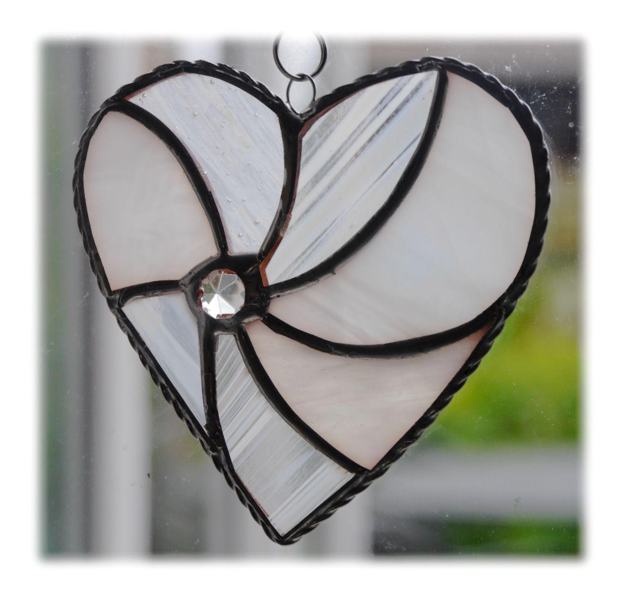 Swirl Heart 041 White #1906 FREE 13.00