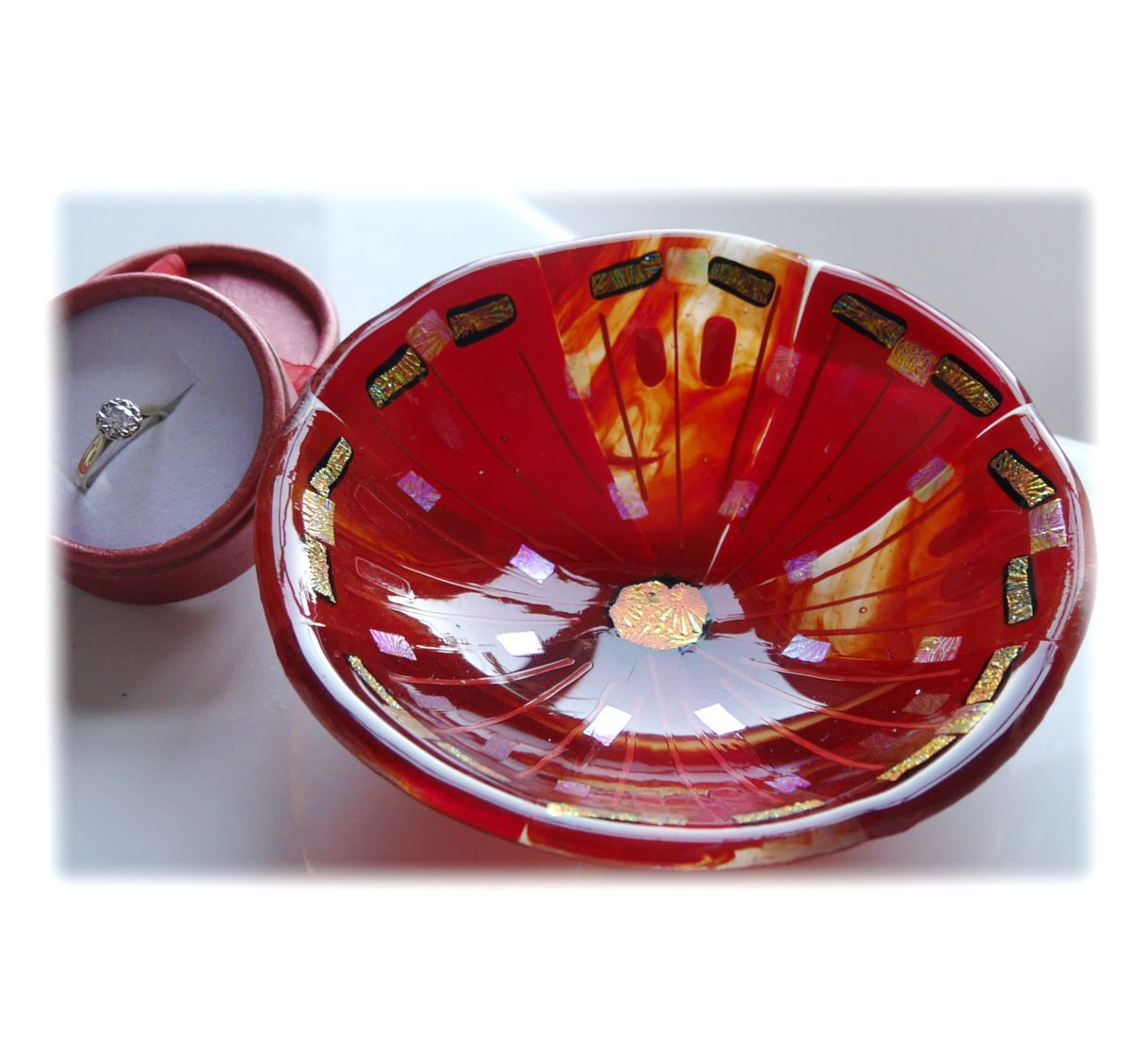 13.5cm Round Red Dichroic Bowl FUSED 040 #1810 FREE 16.00