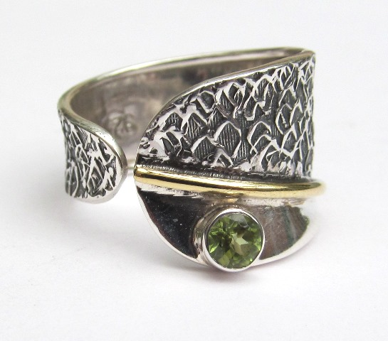 Silver wrap ring with Peridot