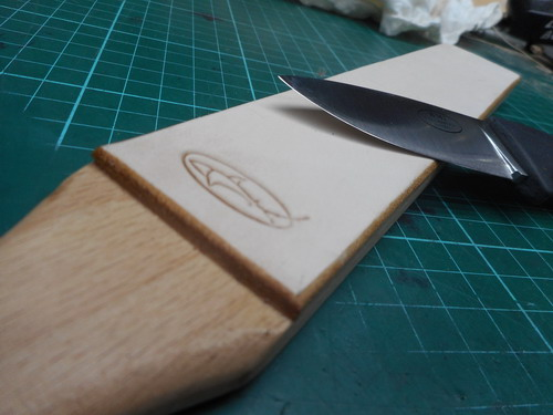 Leather-Single Sided Hand Strop with Knife long veiw