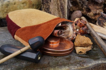 Leather-soft pouc-sami-rust harlequin-with contents