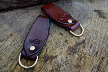leather-curved belt look brown & light brownl by beaver bushcraft
