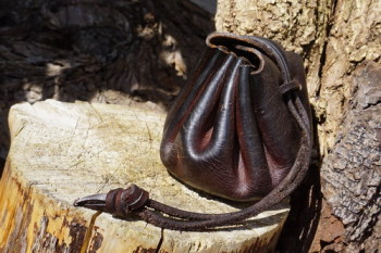 Beaver Bushcraft leather merchants purse in aged brown closed style 2 jpg