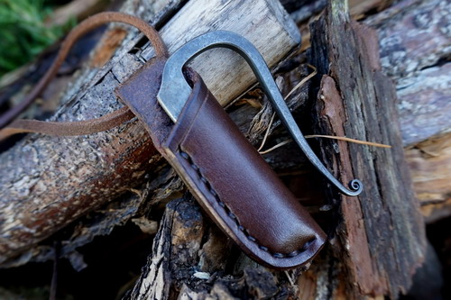 Beaver Bushcraft - Hand Stitched Leather Neck Sheath With Andrew Kirkam 'R'
