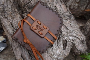 Leather-pioneers possibles pouch in chestnut brown for Hudson Bay