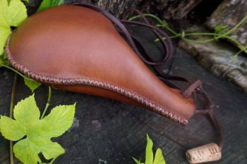 leather hand cross stitched spaish style leather bottle by beaver bushcraft