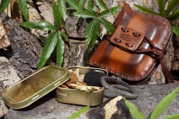 Fire pioneering tinderbox pouch for beaver bushcraft