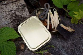 Tinderbox for pioneering poch for beaver bushcraft