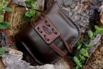 leather hand stitched pioneering pouch in wallnt for beaver bushcraft