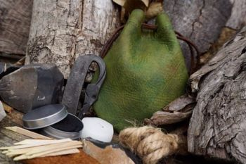 Fire green tinder pouch dragons skin for beaver bushcraft
