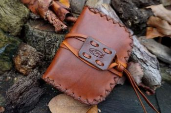 leather hand stitched hand dyed pioneer pouch r2g by beaver bushcraft