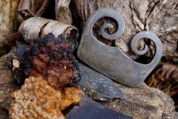 fire traditional burgandy 15th C fire steel by beaver bushcraft.with tinder