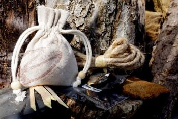 fire starter tinder pouch fro flint and steel by beaver bushcraft